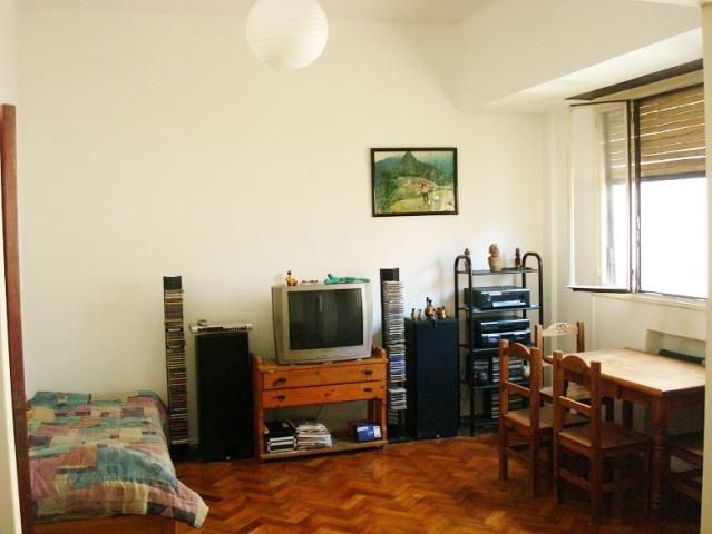 Chile 1550 1 piso departamento en venta congreso san for Pisos para living comedor